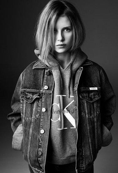 18-летняя сестра Кейт Мосс впервые украсила обложку Vogue