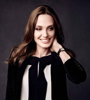 Сеть взорвали фото двойника Анджелины Джоли