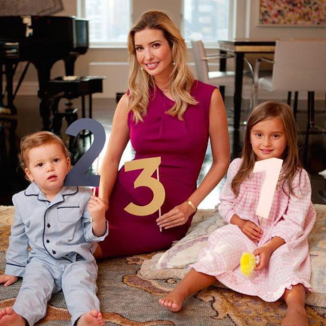 Иванка Трамп опубликовала фото семьи в полном составе