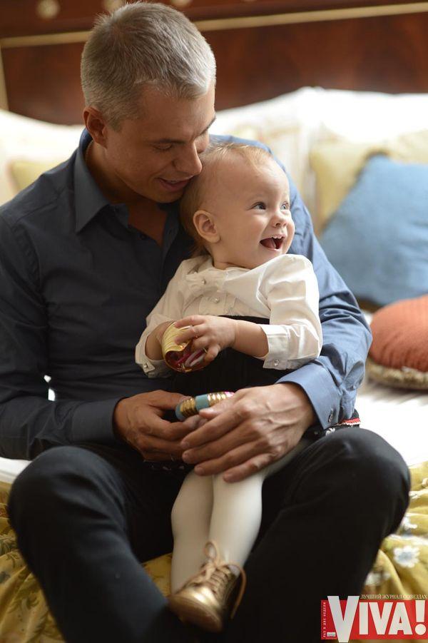 Андрей Доманский с ребенком