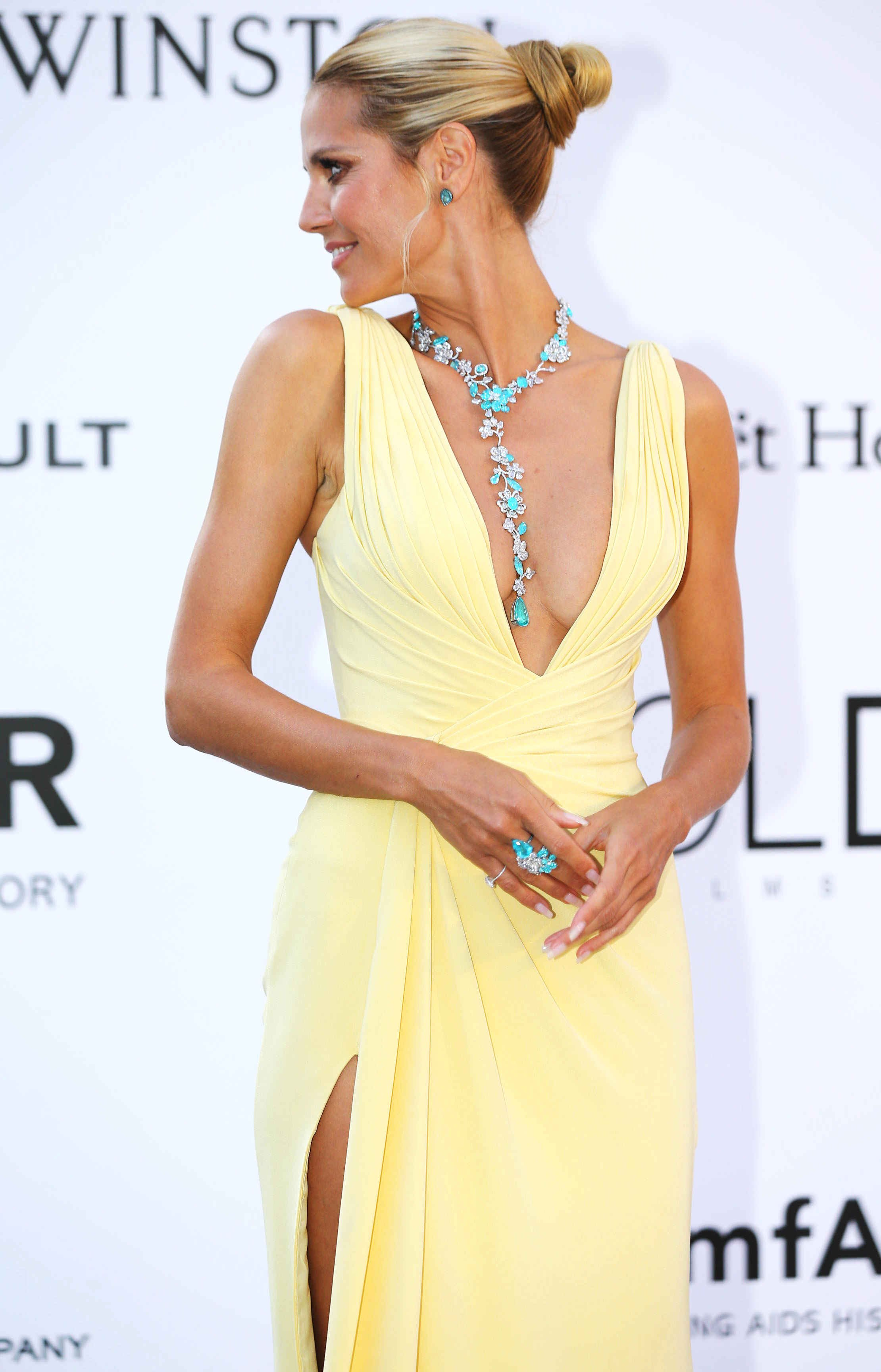 Хайди Клум покорила публику глубоким декольте на Каннском фестивале