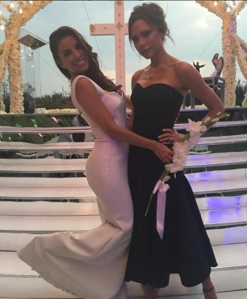 Ах эта свадьба: Виктория Бекхэм показала, как помогала Еве Лонгории готовиться к торжеству