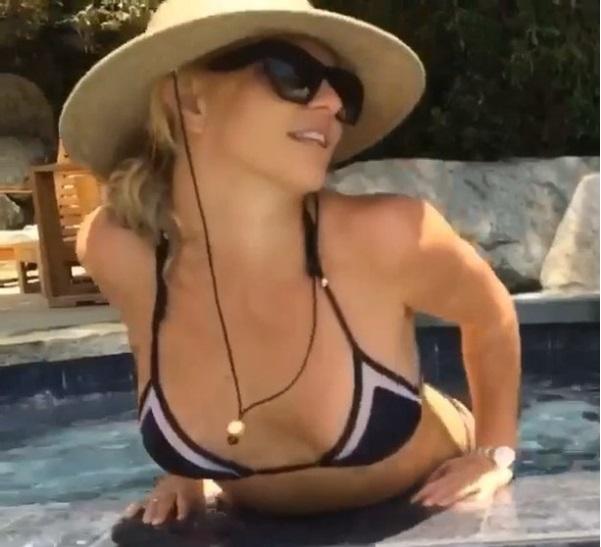 Видео: сексуальная Бритни Спирс демонстрирует идеальное тело в бикини