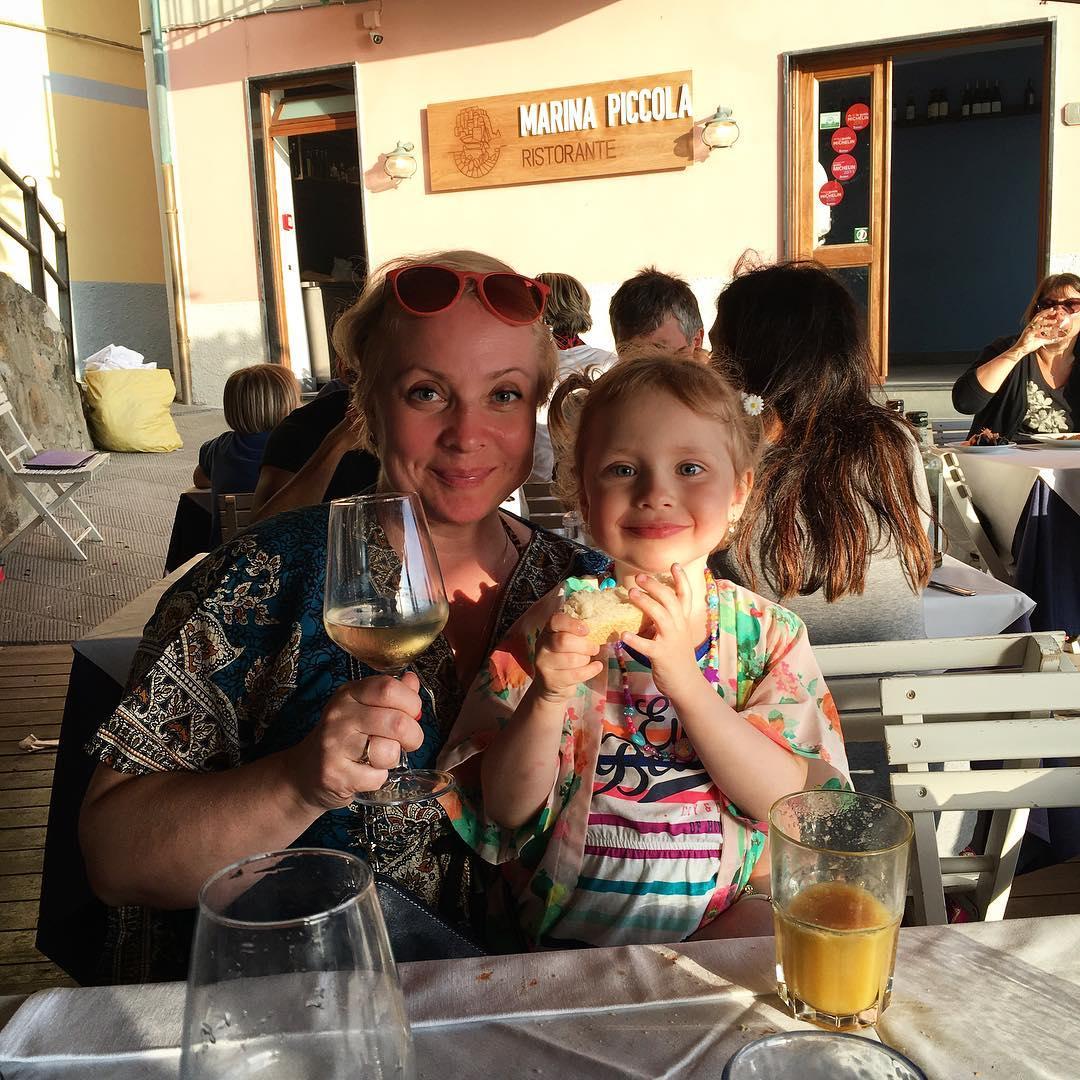 Светлана Пермякова отдыхает с дочерью в Европе