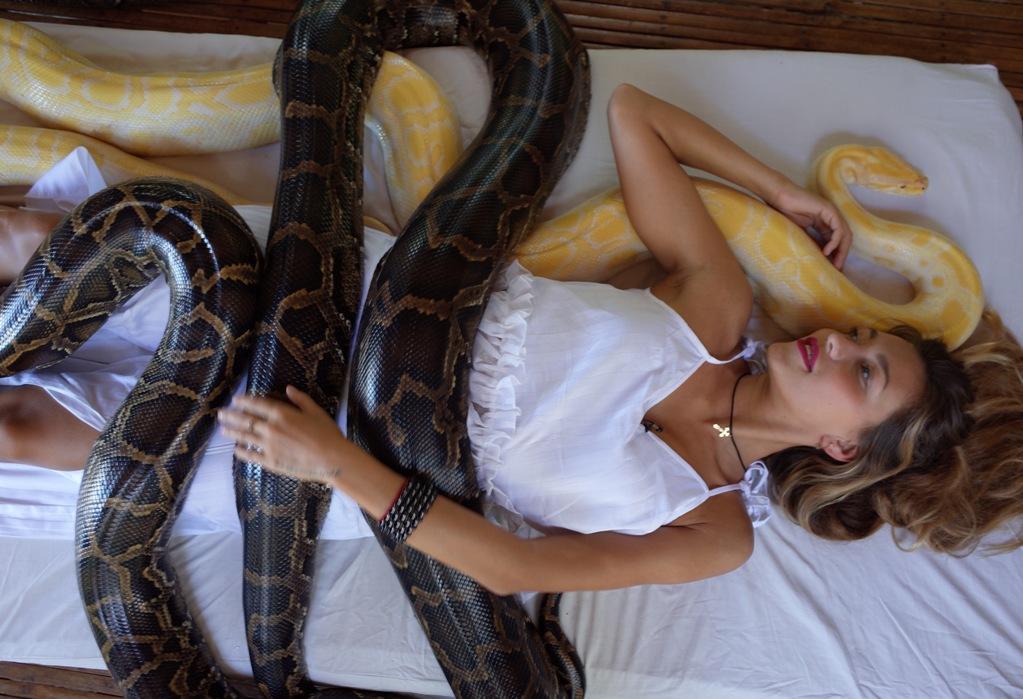 Регине Тодоренко сделали ужасающий массаж змеями