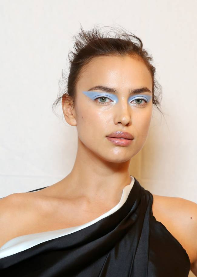Ирина Шейк блистает на показе Versace