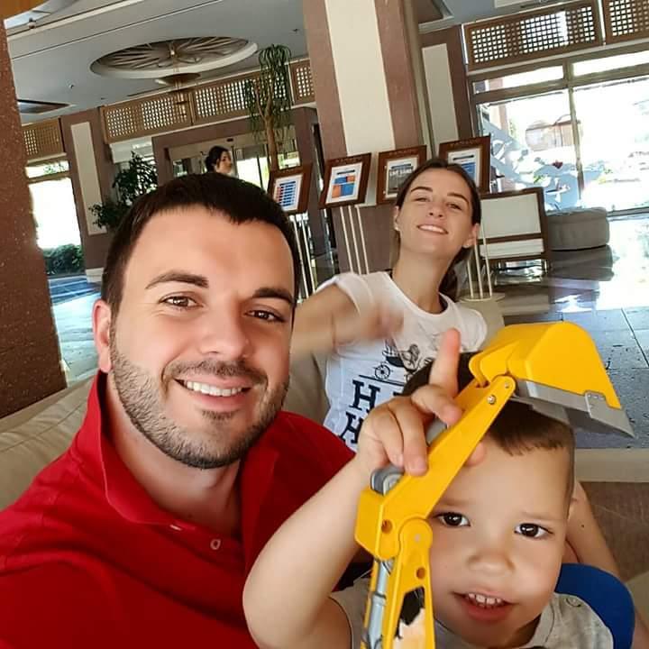 Григорий Решетник на отдыхе с семьей
