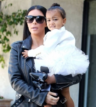 Ким Кардашьян о модных предпочтениях дочери Норт: «Она обожает копировать мамочку»