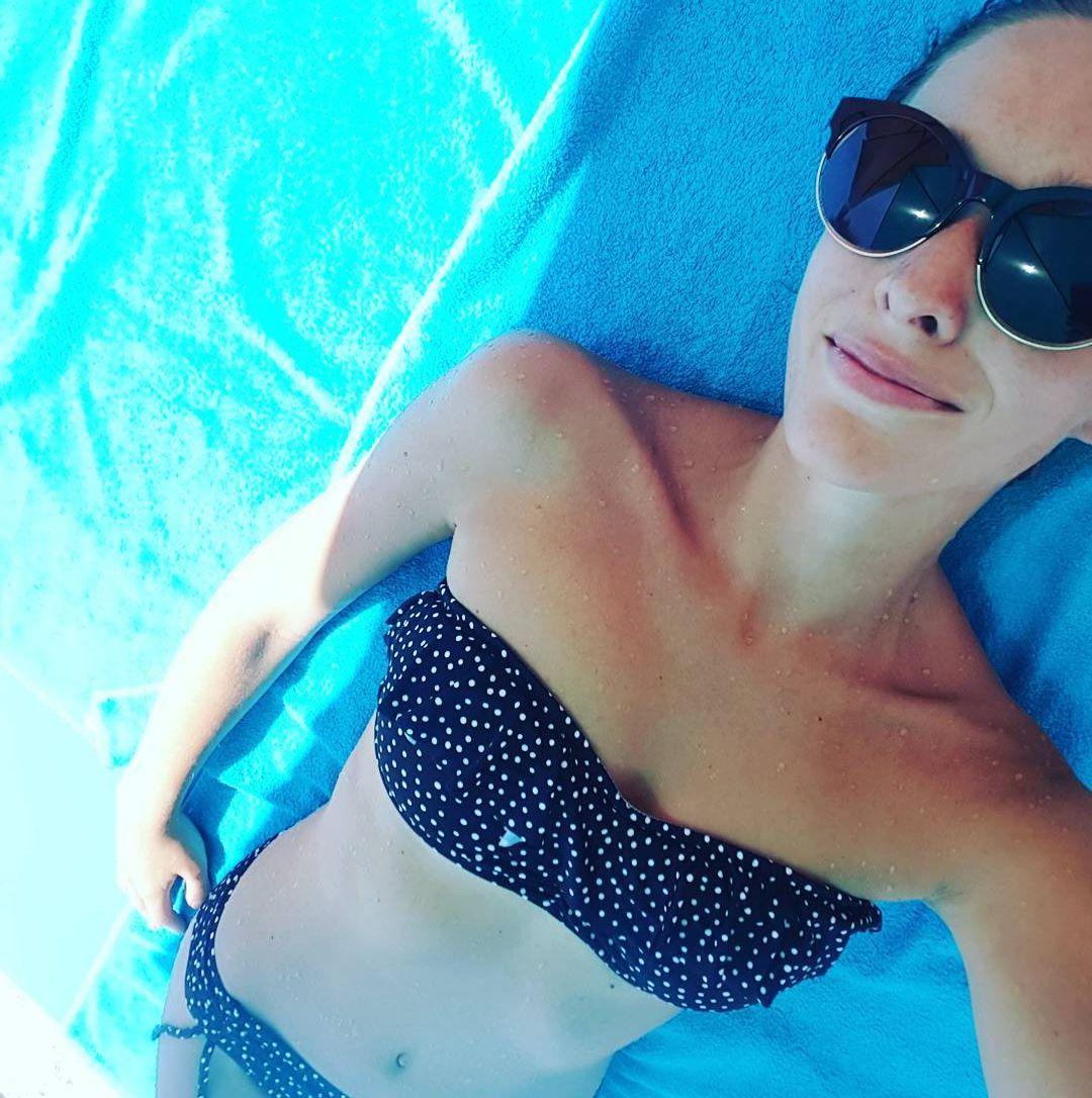 Катя Осадчая на пляже