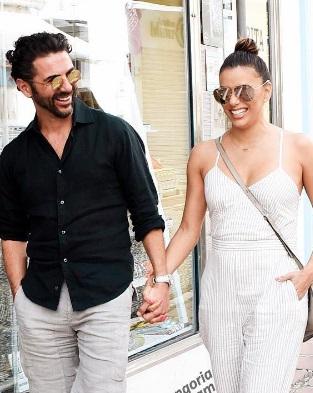 Время романтики: Ева Лонгория с мужем наслаждаются отдыхом в Испании