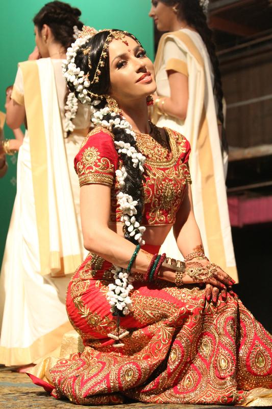 Злата Огневич сыграла пышную свадьбу в индийском стиле