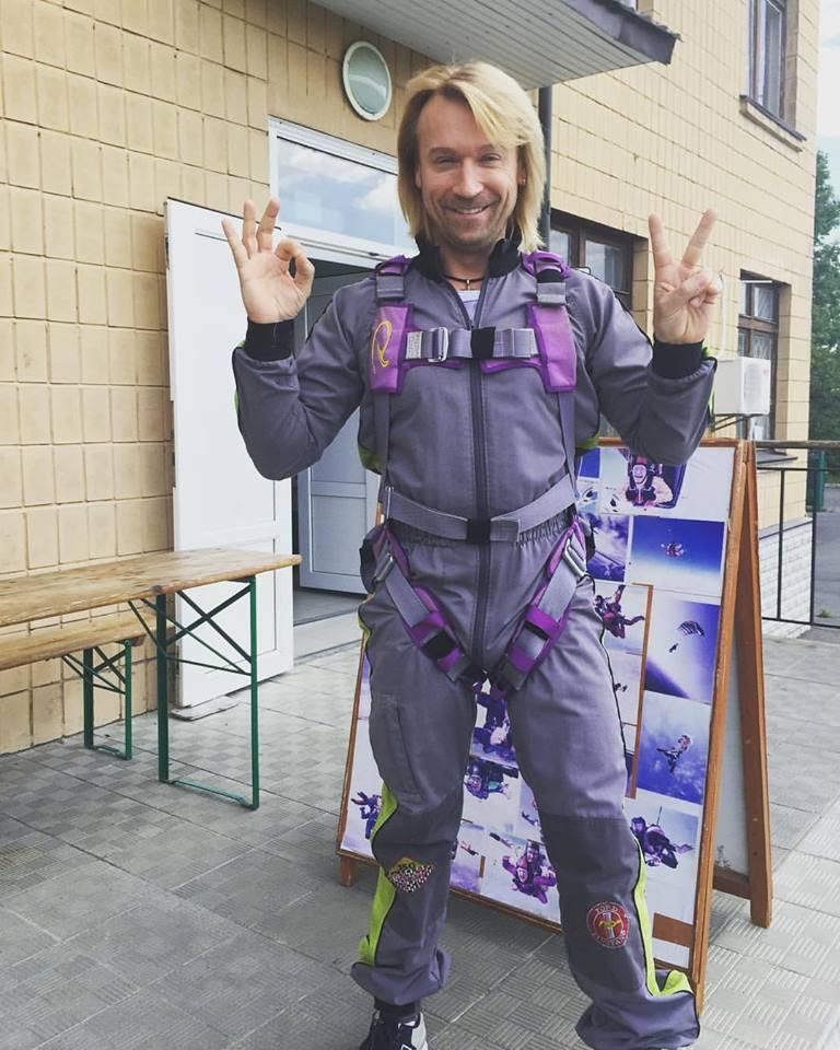 Олег Винник прыгнул с парашютом