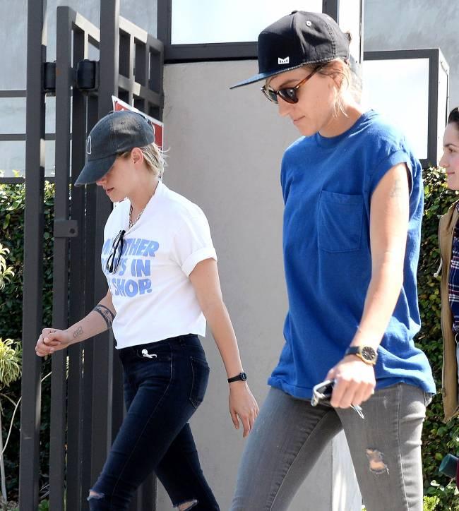 Всегда вместе: Кристен Стюарт и Алисия Каргайл на прогулке в Лос-Анджелесе