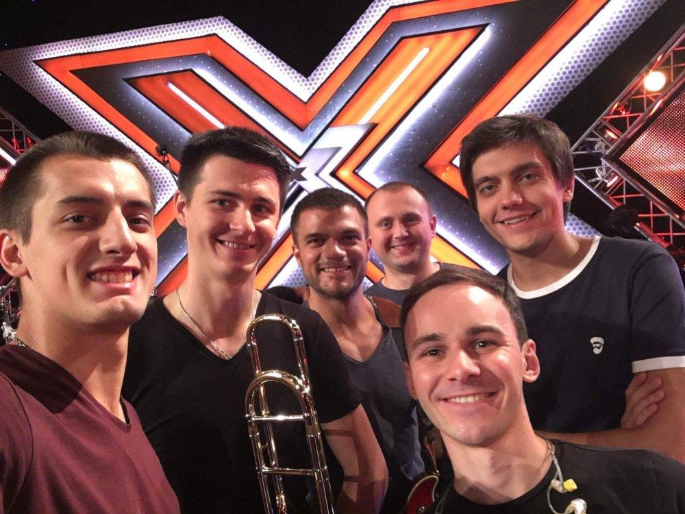 """Судей шоу """"Х-фактор-7"""" покорили простые киевские парни с песней о Дженнифер Лопес"""