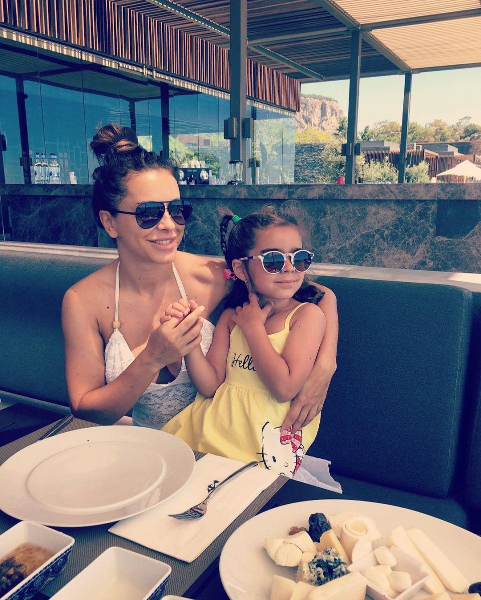 Ани Лорак с дочерью снялась в нежной фотосессии