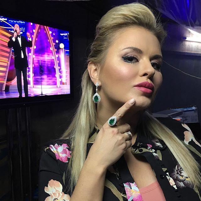 В сеть попал раритетный снимок юной Анны Семенович