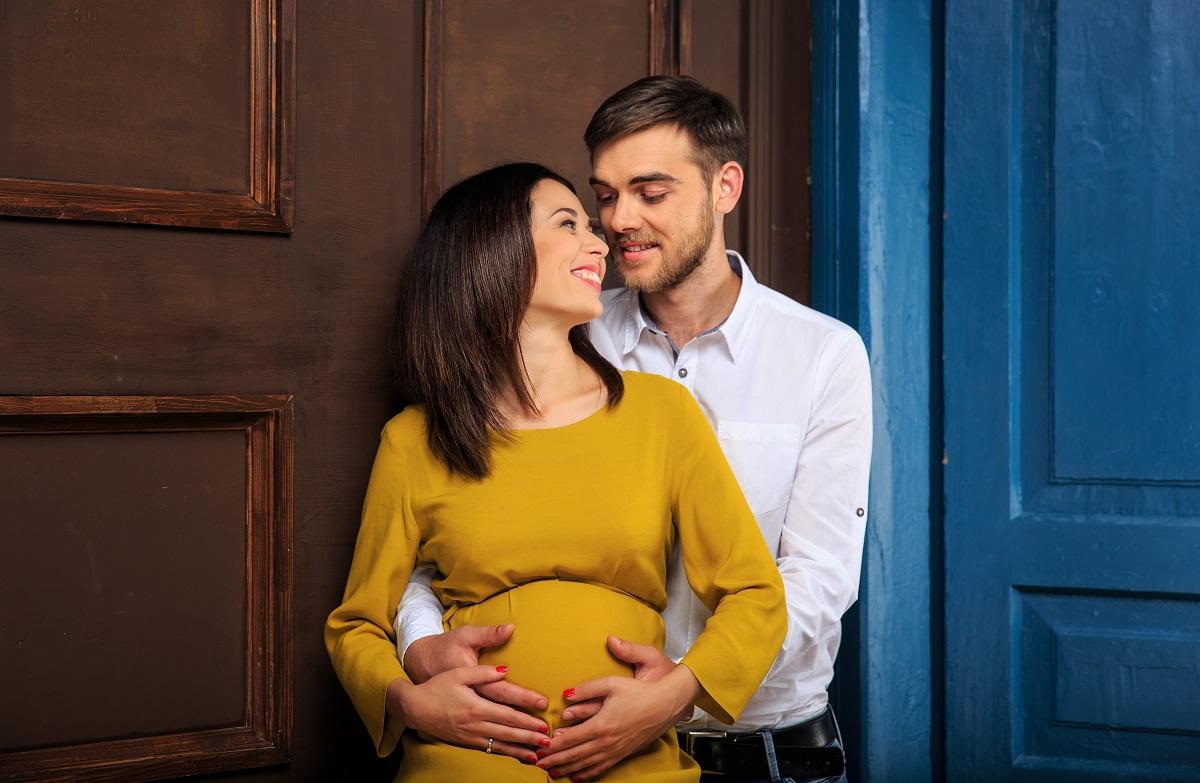 Беременная ведущая Фактов Анастасия Мазур снялась в фотосессии с мужем