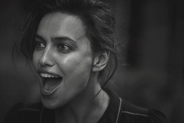 Черно-белый шик: Ирина Шейк снялась в фотосессии легендарного Питера Линдберга