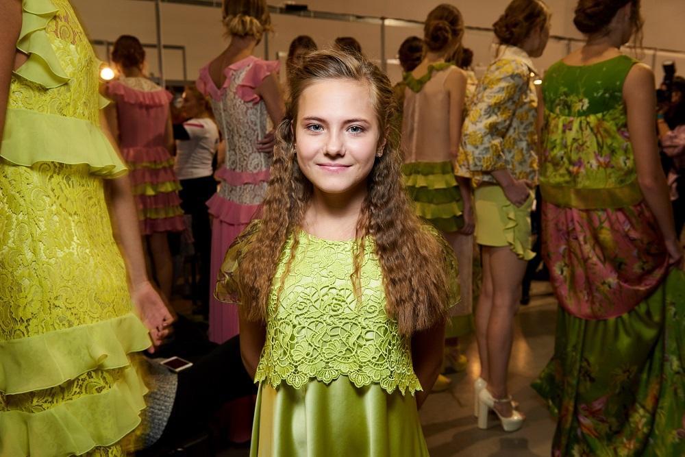 13-летняя девочка из Луганской области вышла на подиум Ukrainian Fashion Week