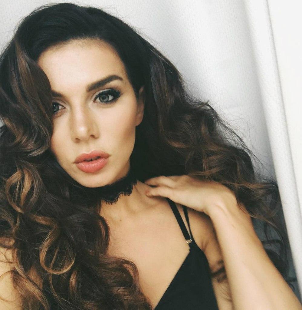 Анна Седокова волосы