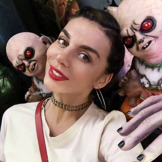 Анна Седокова и ее дочки выбрали лучшую тыкву для Хэллоуина