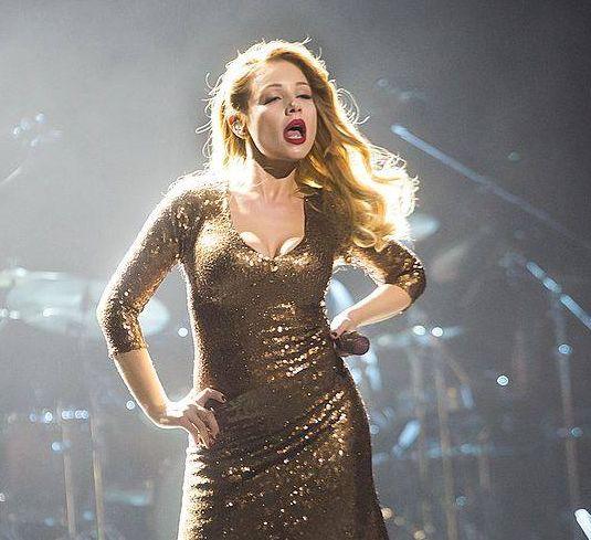 Тина Кароль в золотом платье Marc Jacobs