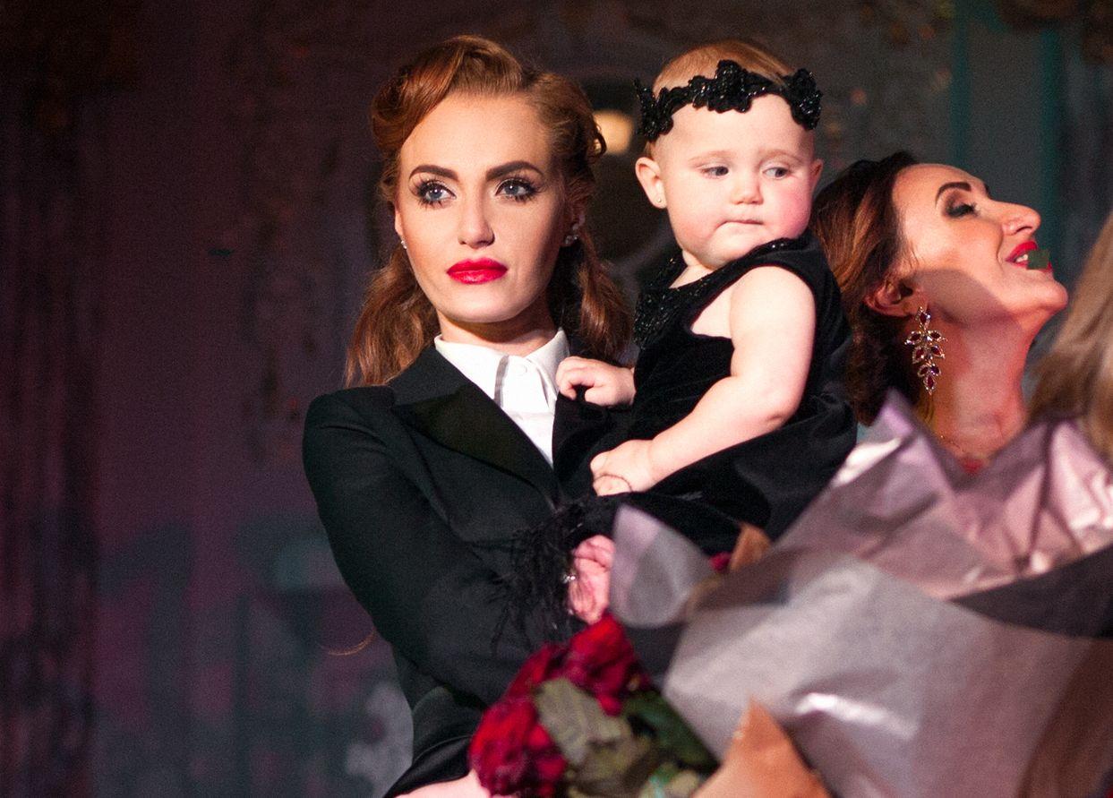 Слава Каминская с дочерью