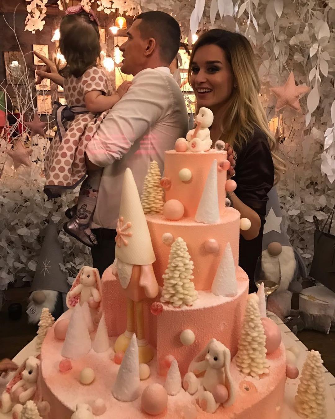 Сказочный праздник: Ксения Бородина устроила незабываемую вечеринку в честь первого дня рождения дочери