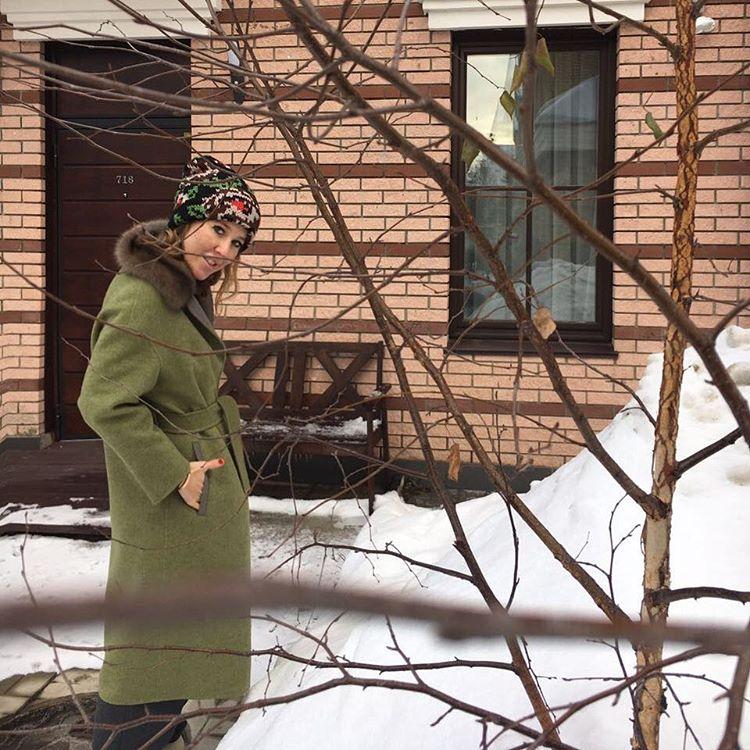Перестарались: Ксения Собчак и Максим Виторган поставили огромную елку для малышки-сына
