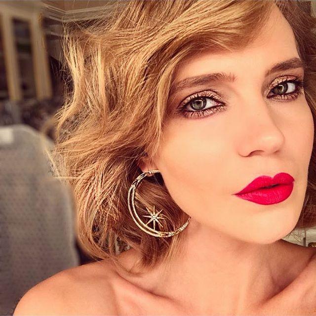 Поклонники раскритиковали Глюкозу за ее откровенное фото с оголенной грудью