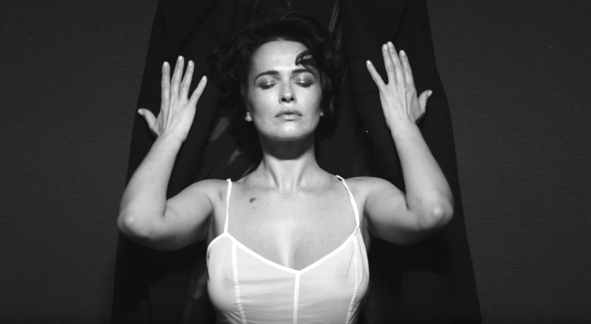 Даша Астафьева сменила имидж и снялась в смелом видео Алана Бадоева