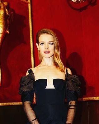 Наталья Водянова обескуражила поклонников оригинальным дизайном платья