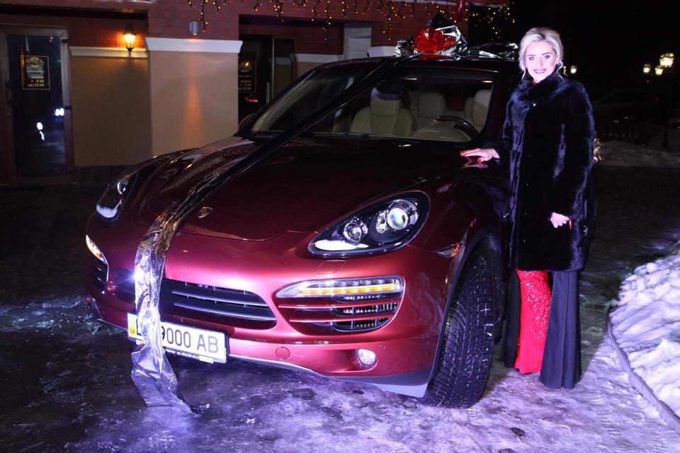 Ирина Федишин получила от мужа Porsche Cayenne