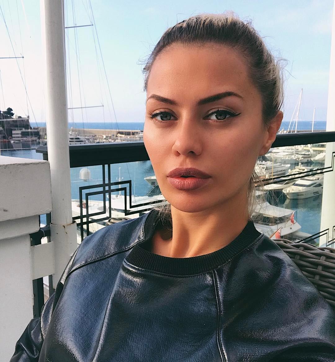 Подруга Виктории Бони рассказала о ее финансовом положении после развода с Алексом Смерфитом