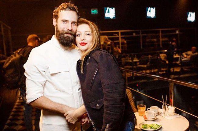 Фотофакт: Тина Кароль появилась на вечеринке с загадочным мужчиной