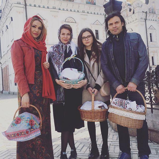 Ольга Сумская с семьей на Пасху