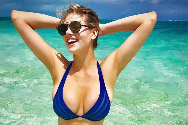 На зависть всем: Кейт Аптон показала роскошные формы в бикини