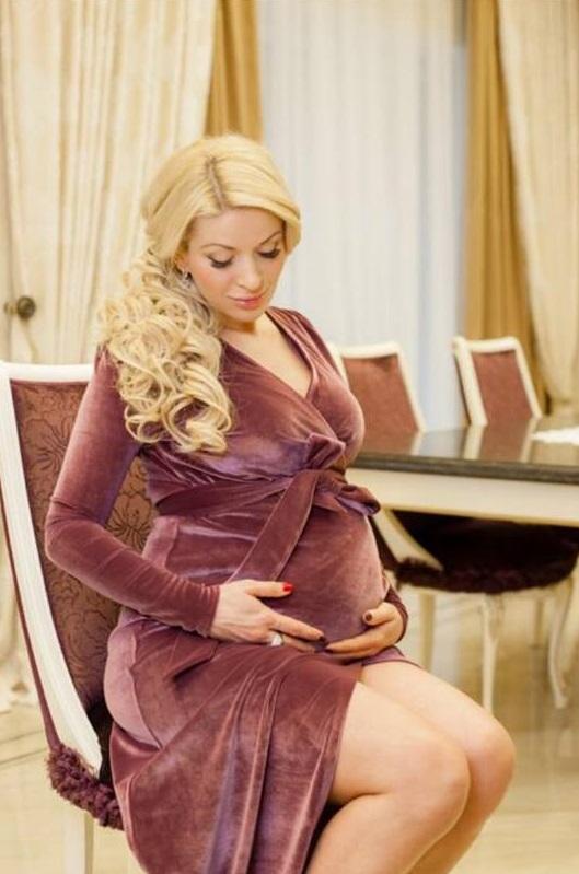 Ведущая Фактов впервые стала мамой