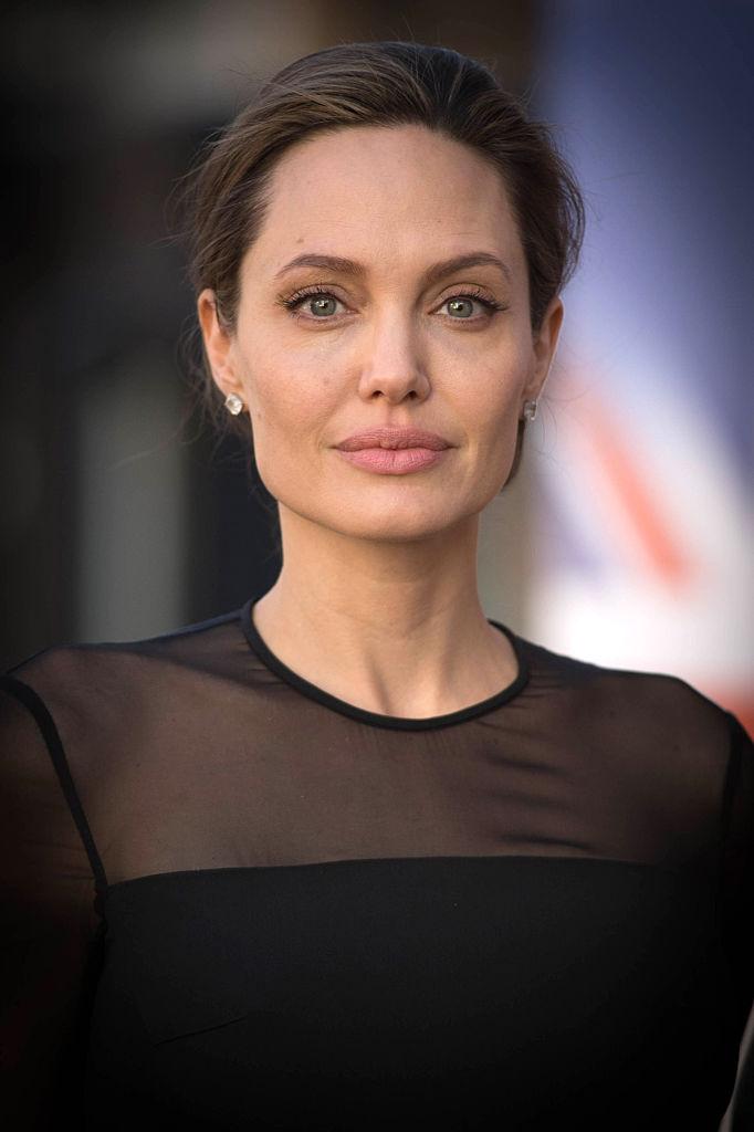 В сети повились снимки шикарного особняка Анджелины Джоли в Лос-Анджелесе