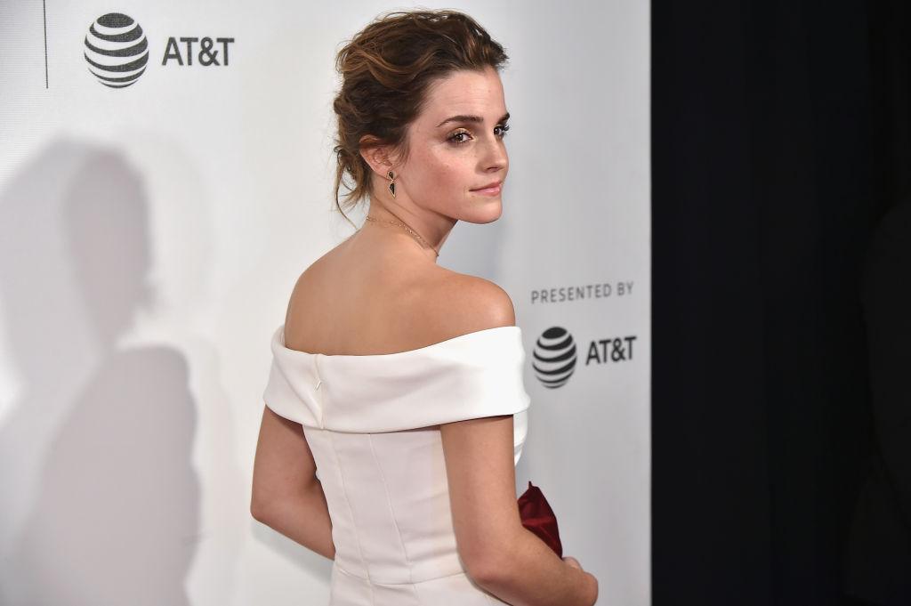 Эмма Уотсон блистает в элегантном белоснежном платье Monique Pean