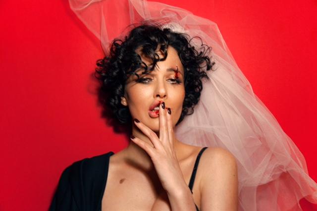 Даша Астафьева рассказала о свадьбе в новой песне