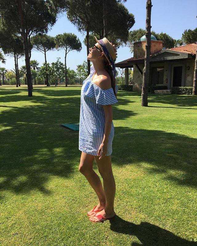 Время для релакса: Катя Осадчая радует поклонников яркими фото с отпуска