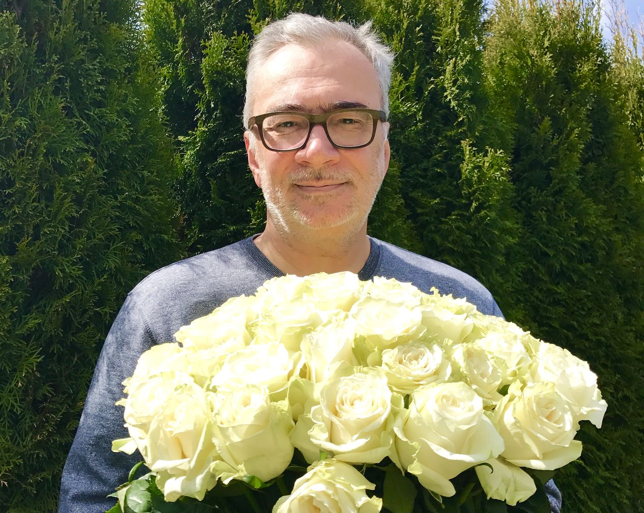 Константин Меладзе с цветами