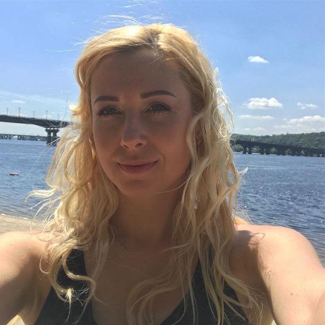 Тоня Матвиенко отметила девичник в пышной белой пачке