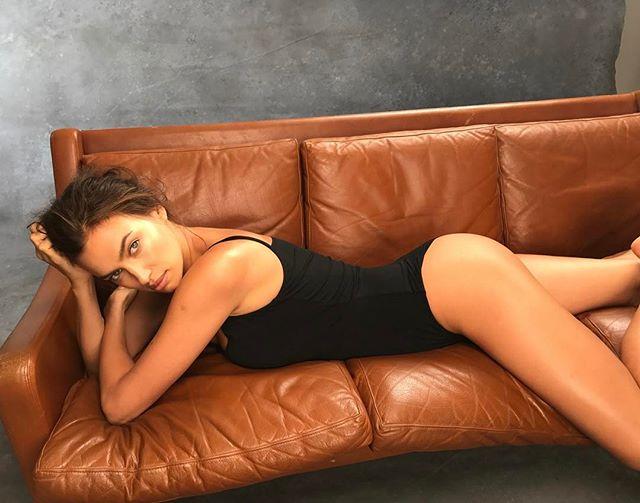 Знаменитый фэшн-фотограф опубликовал фото обнаженной Ирины Шейк
