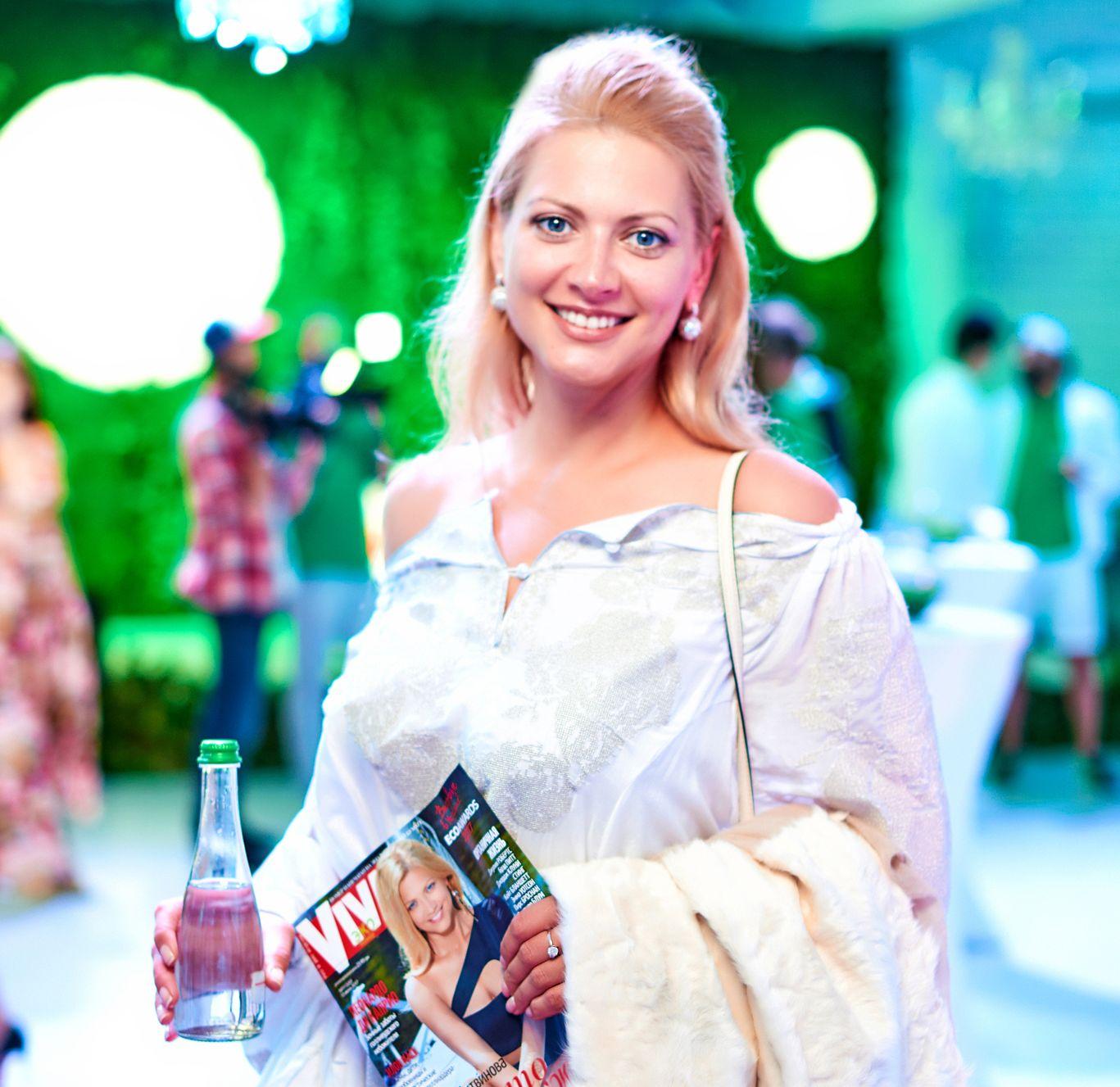 Татьяна Литвинова показала стройные ноги в мини-платье на эковечеринке Viva!