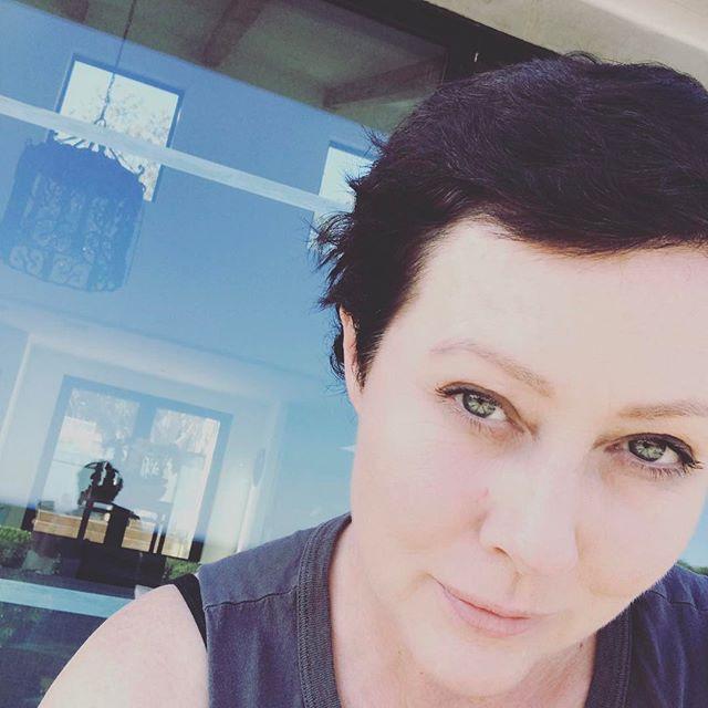 Все налаживается: Шэннен Доэрти показала отросшие после химиотерапии волосы