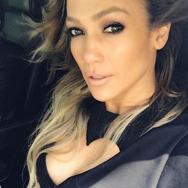 47-летняя Дженнифер Лопес восхищает идеальным прессом