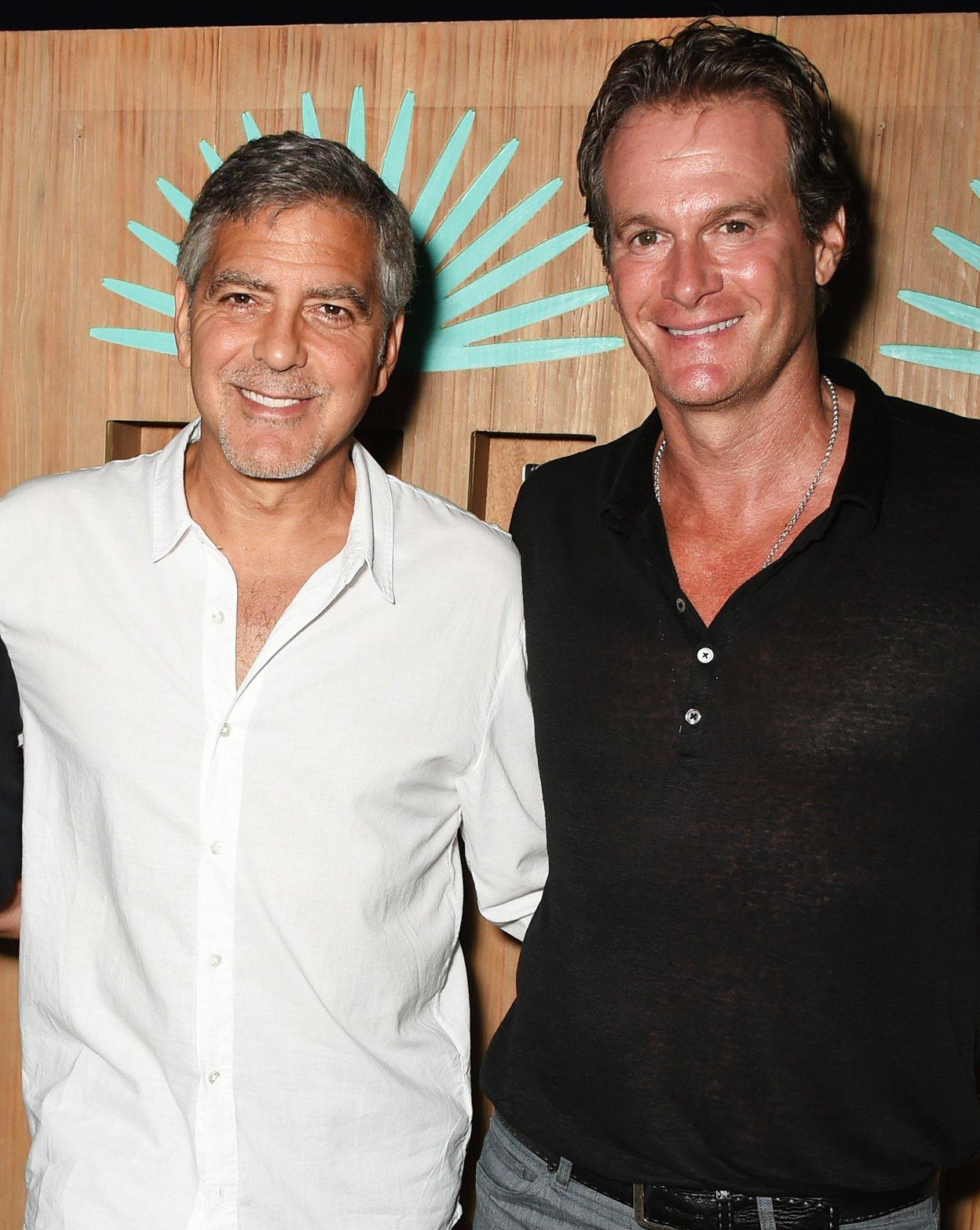 """Супруг Синди Кроуфорд рассказал о новорожденных малышах Джорджа Клуни: """"Они похожи на обоих родителей"""""""