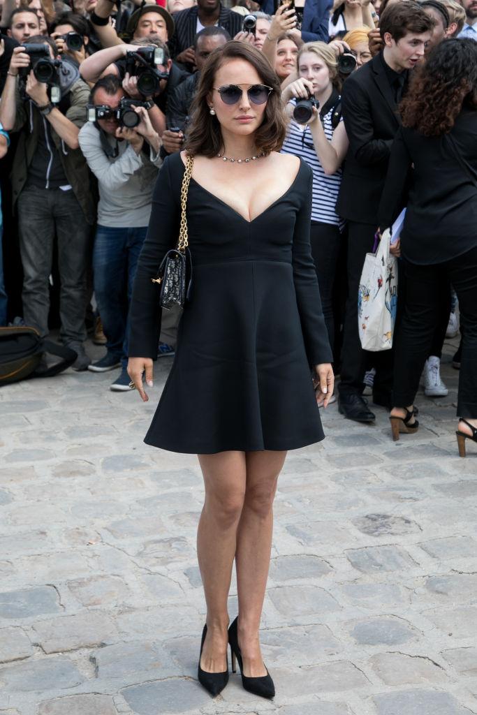 Натали Портман восхитила фигурой после родов в миниатюрном платье